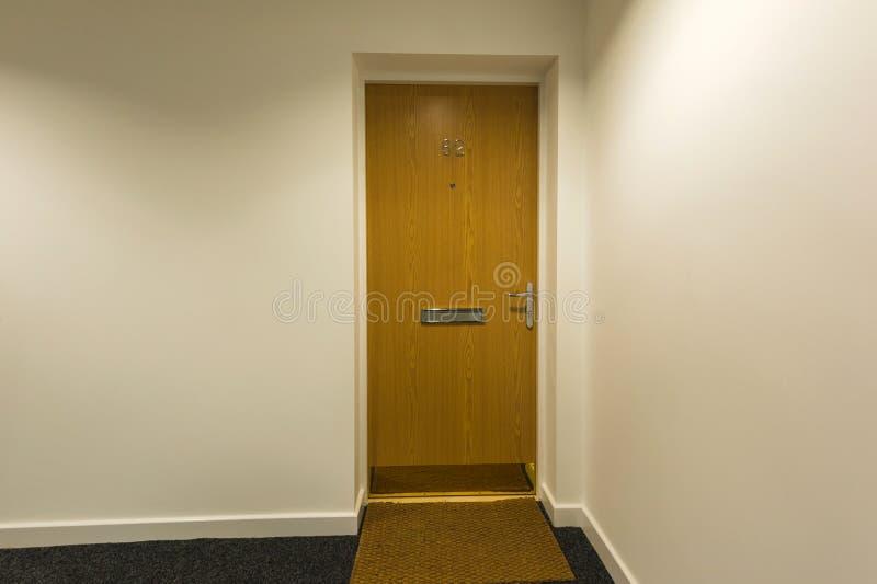 Porta di legno anteriore fotografie stock libere da diritti