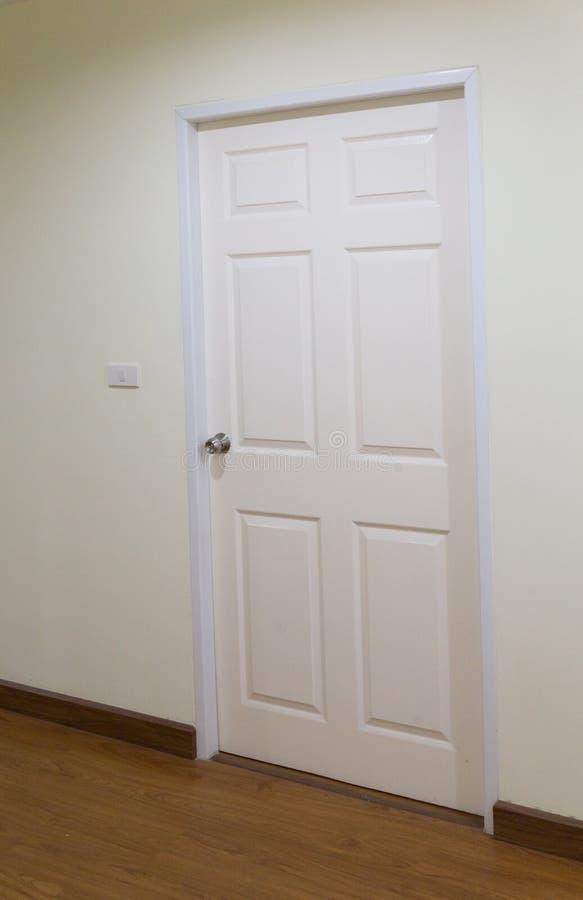 porta di legno bianca, portone, entrata immagini stock libere da diritti