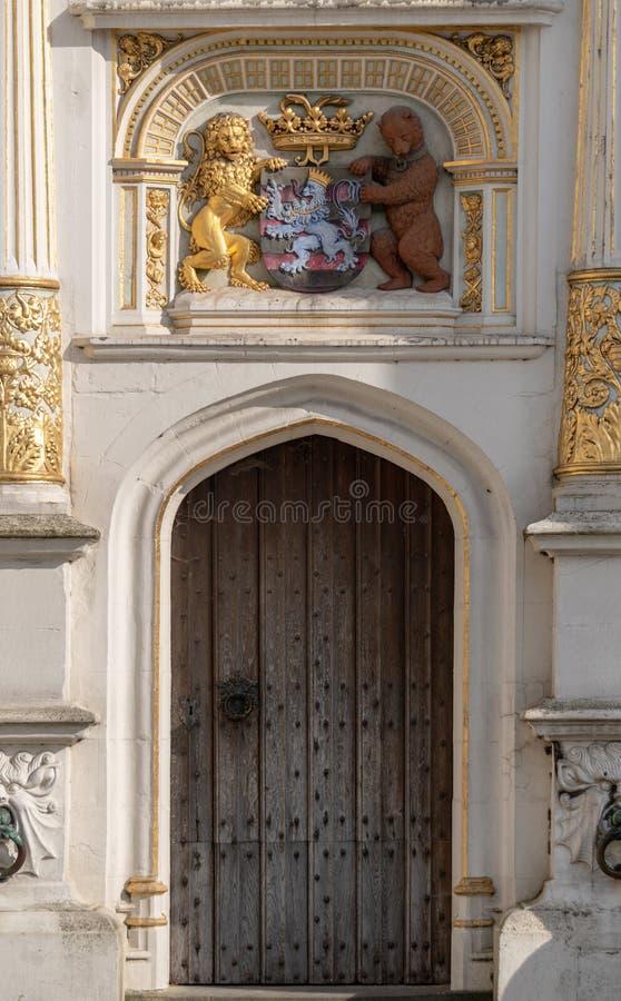 Porta di legno a Bruges Belgio fotografia stock libera da diritti