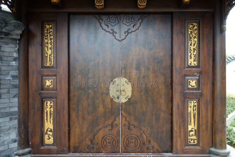 Porta di legno cinese fotografia stock libera da diritti
