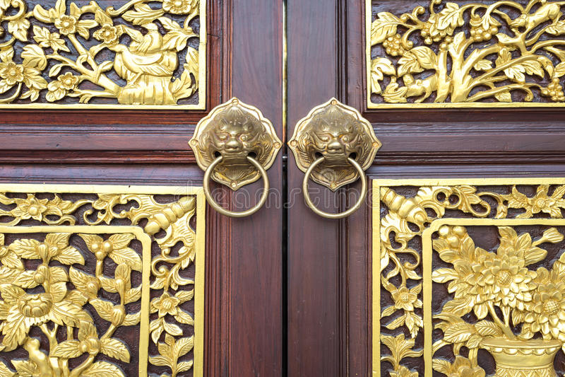 Porta di legno di stile di cinese tradizionale immagini stock libere da diritti