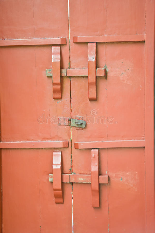 Porta di legno rossa fotografia stock