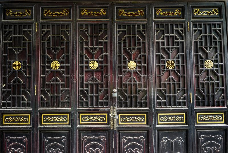 Porta di legno di stile di cinese tradizionale immagine stock libera da diritti
