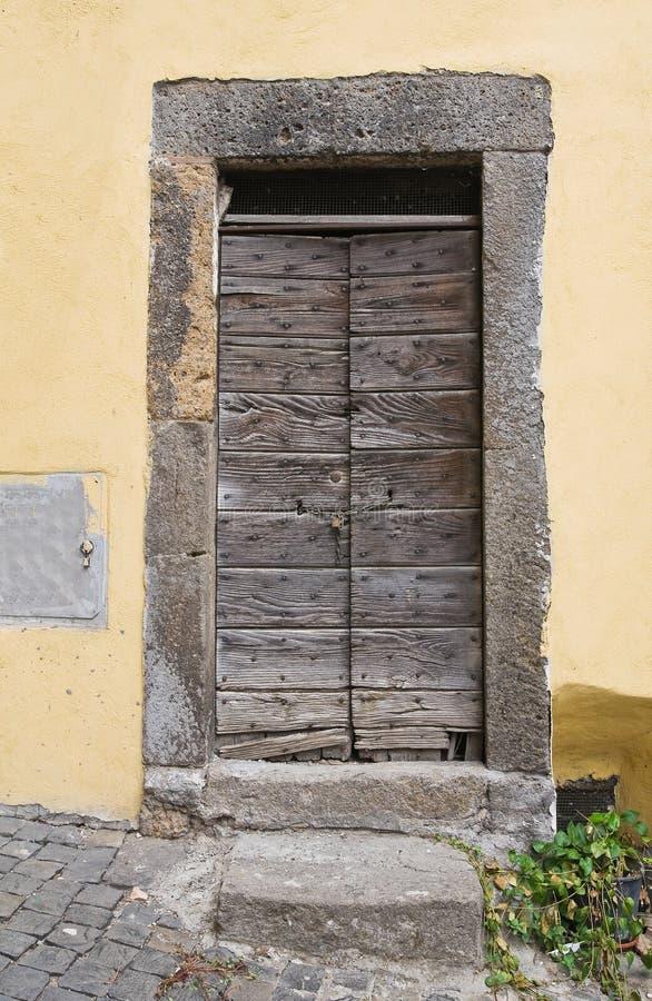 Porta di legno. Vetralla. Il Lazio. L'Italia. fotografia stock libera da diritti
