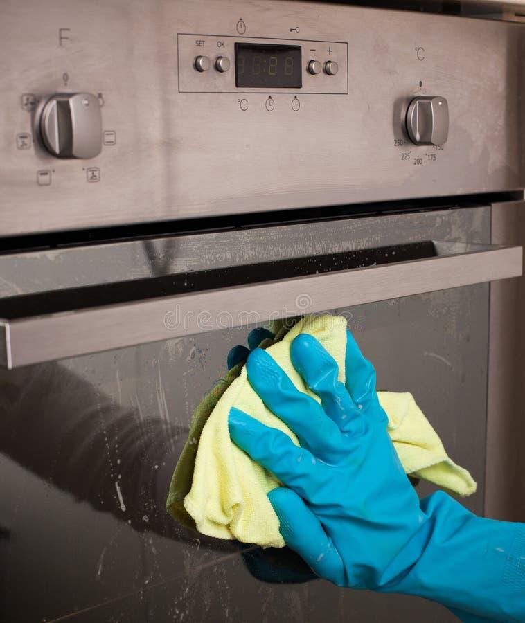 Porta di pulizia del forno immagini stock libere da diritti