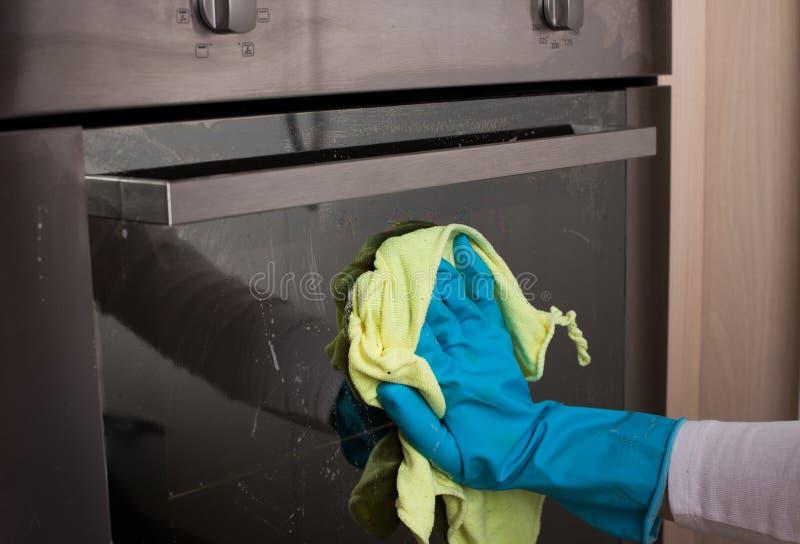 Porta di pulizia del forno fotografia stock