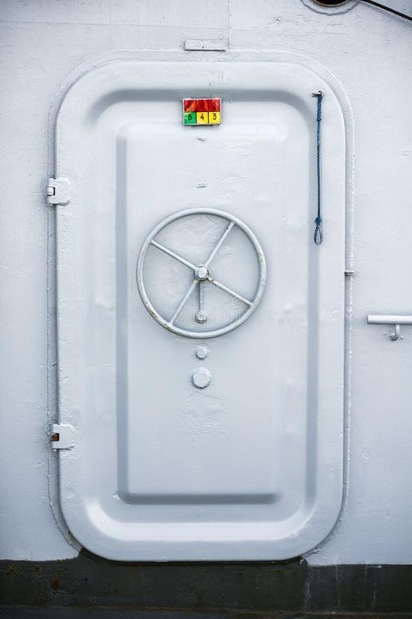 Porta di scompartimento della nave fotografia stock