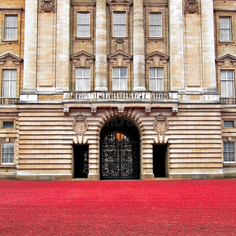 Porta dianteira do Buckingham Palace - Londres foto de stock