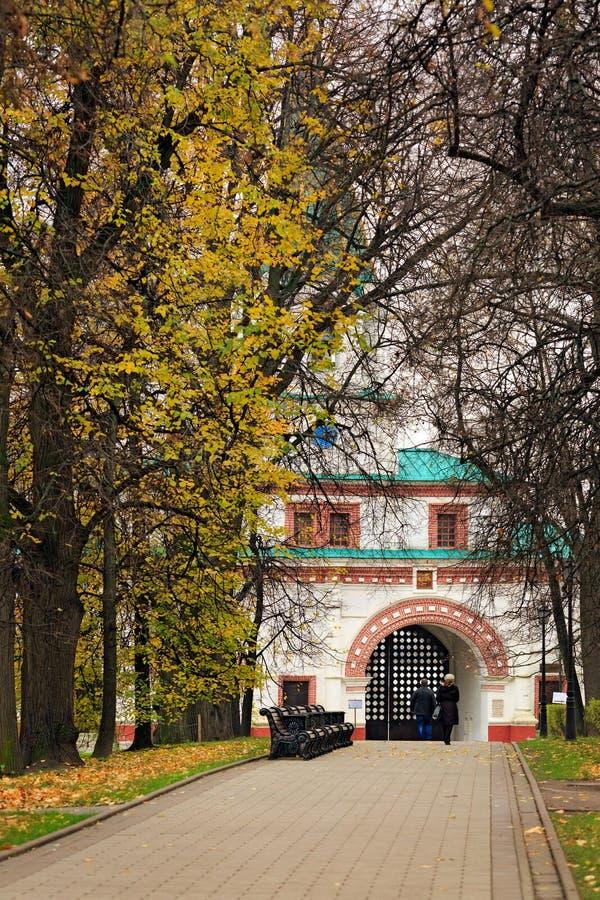A porta dianteira no parque de Kolomenskoye Moscovo, Rússia fotos de stock