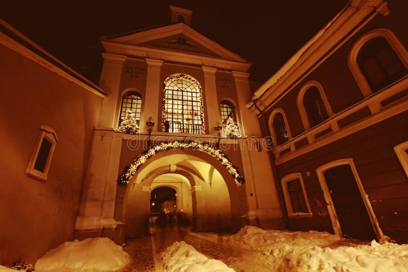A porta do alvorecer em Vilnius na noite foto de stock royalty free