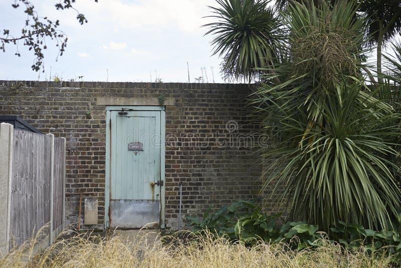 Porta do azul do jardim de Kew imagens de stock