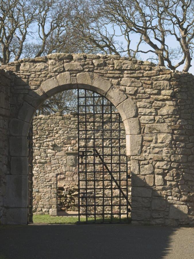 Download Porta do castelo imagem de stock. Imagem de historic, ferro - 105371