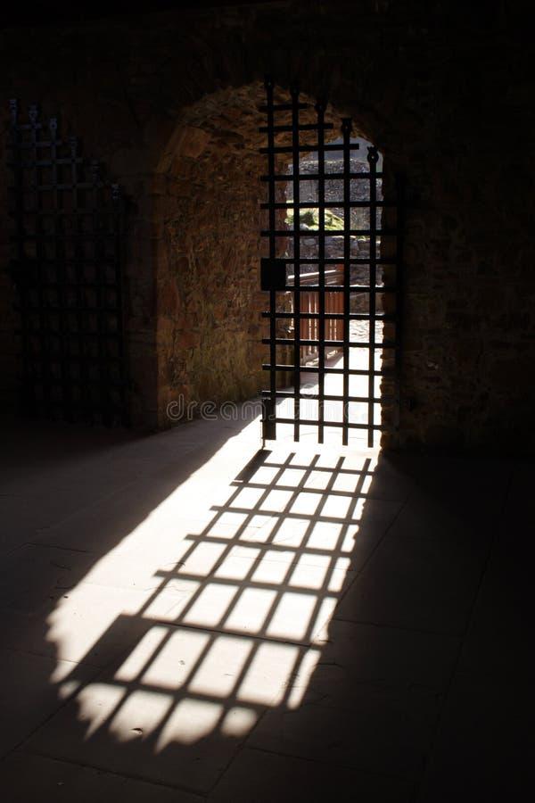 Porta do castelo do ferro foto de stock