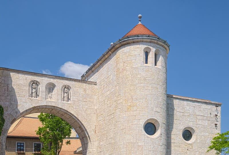 Porta do castelo em Veszprem, Hungria fotos de stock