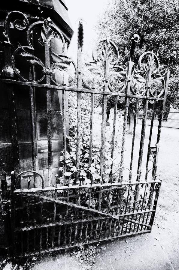 Porta do cemitério imagens de stock
