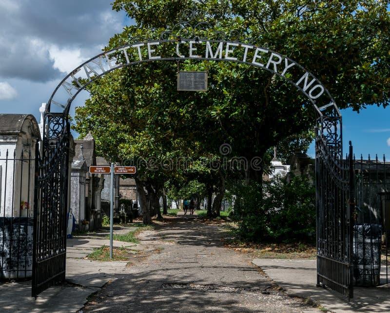 Porta do cemitério de Nova Orleães Lafayette imagem de stock royalty free