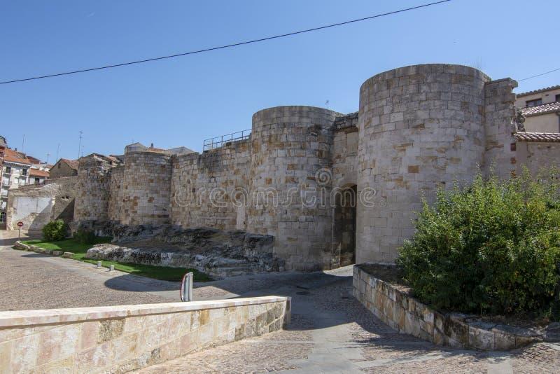 Porta do ` de Doña Urraca do ` em paredes da cidade de Zamora, Espanha imagem de stock royalty free