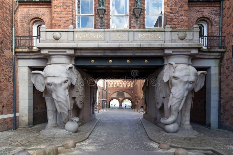 Porta do elefante na cervejaria de Carlsberg fotografia de stock