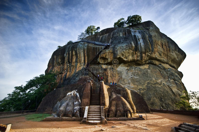 Porta do leão na rocha de Sigiriya imagem de stock