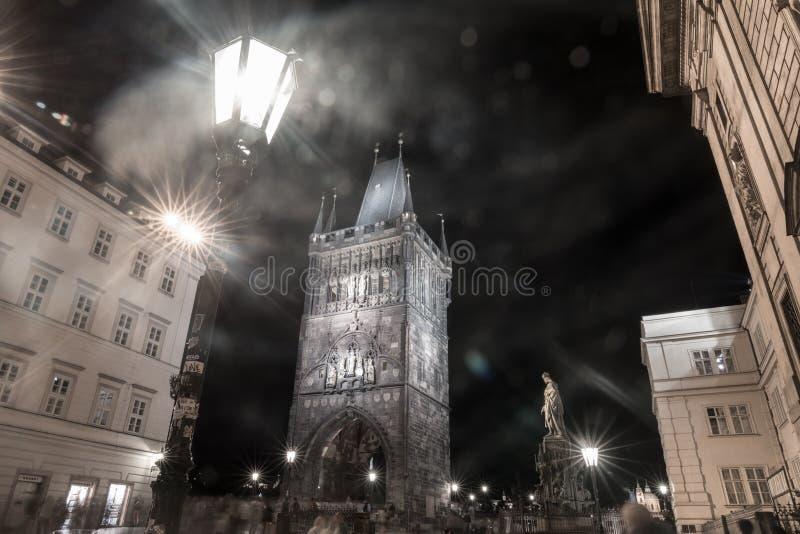Porta do pó, na praça da cidade velha Praga, República Checa fotografia de stock