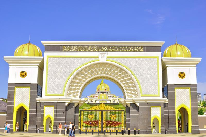 A porta do palácio do nacional de Malaysia foto de stock