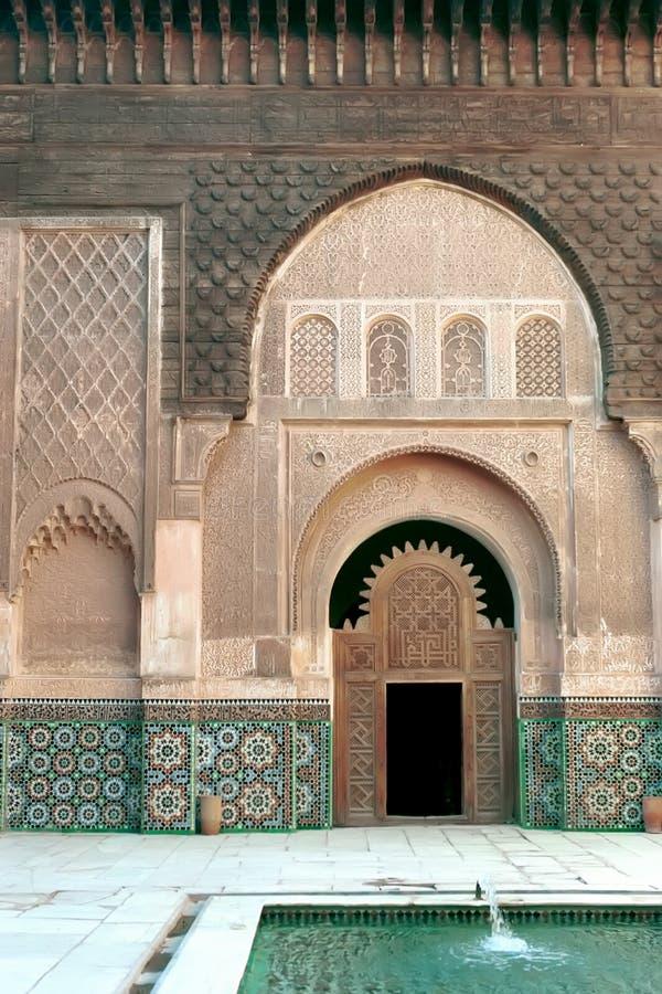 Porta do palácio em C4marraquexe, Marrocos imagem de stock