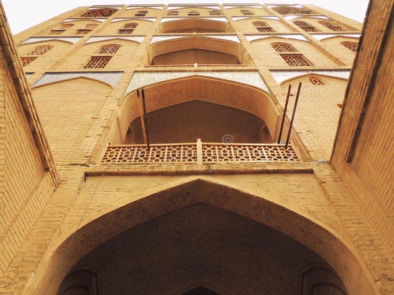Porta do século XVII do arranha-céus dos tijolos à Rota da Seda foto de stock royalty free