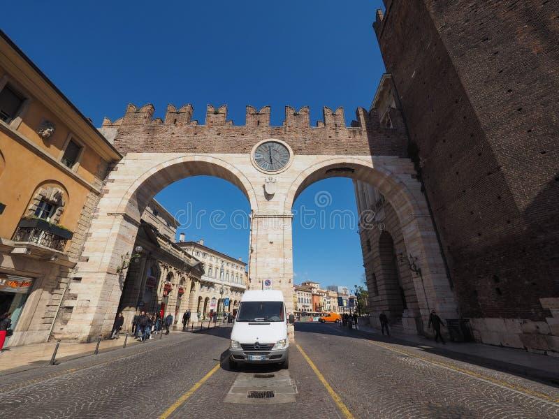 Porta do sutiã do della de Portoni em Verona imagem de stock royalty free