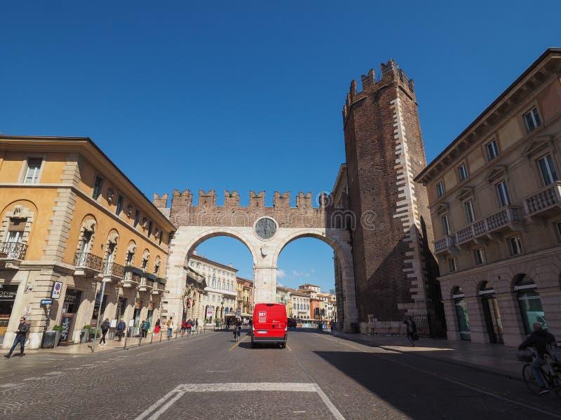 Porta do sutiã do della de Portoni em Verona imagem de stock