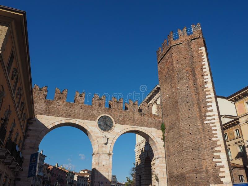Porta do suti? do della de Portoni em Verona fotos de stock royalty free