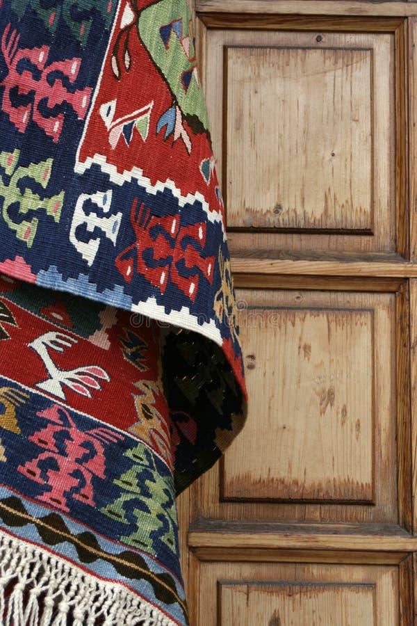 Porta do tapete e da madeira imagem de stock royalty free