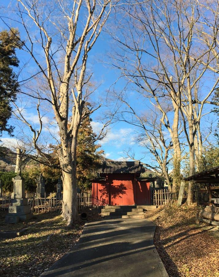 A porta do templo em Nagano, Japão foto de stock