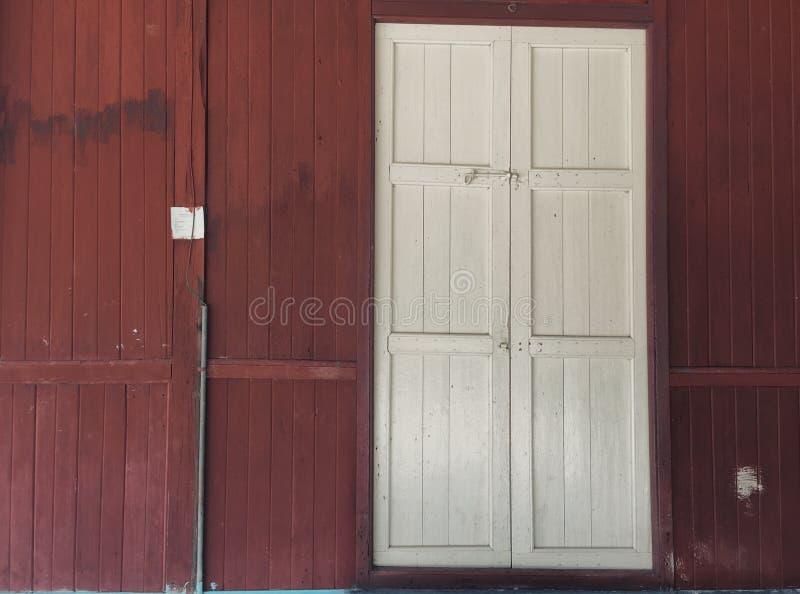 Porta do vintage da vila foto de stock royalty free
