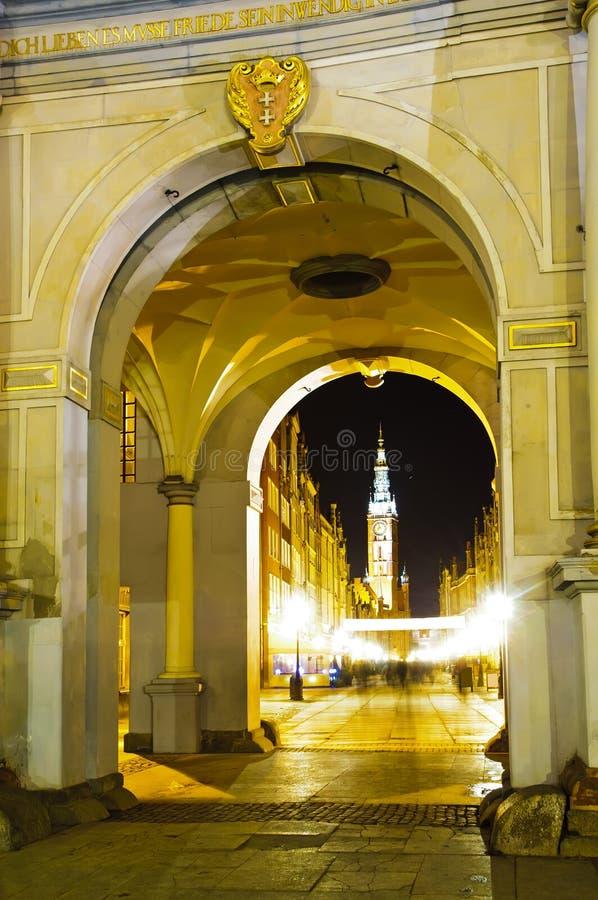 Porta dourada em gdansk na noite imagens de stock royalty free