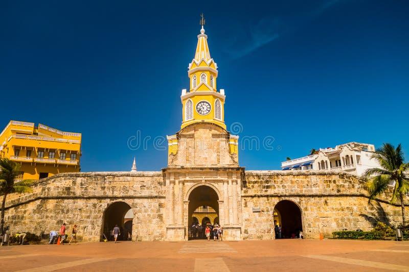 Porta e entrada históricas da torre de pulso de disparo ao velho imagem de stock royalty free