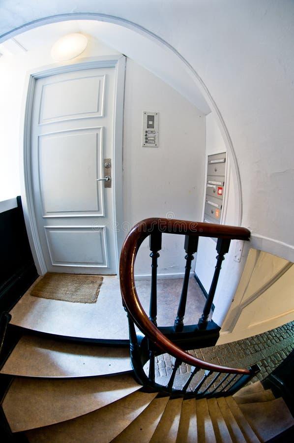 Porta e escadas velhas da casa imagem de stock royalty free