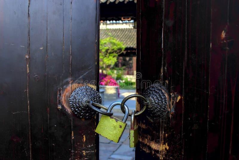 Porta e fechamento fotografia de stock