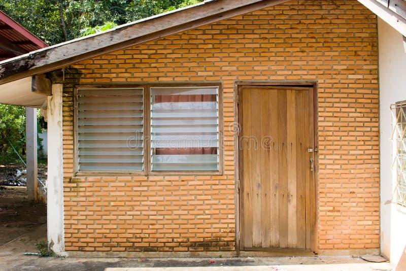 Porta e finestra della casa anteriore fotografia stock
