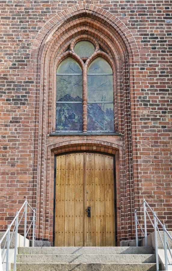 Porta e finestra della chiesa immagini stock