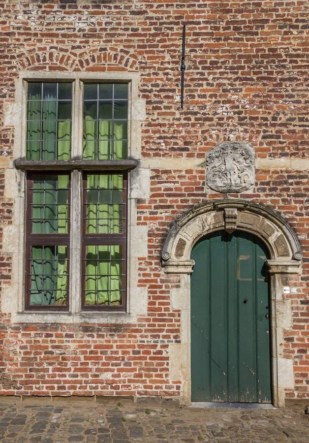 Porta e finestra nel vecchio Begijnhof quarto a Lovanio fotografia stock libera da diritti