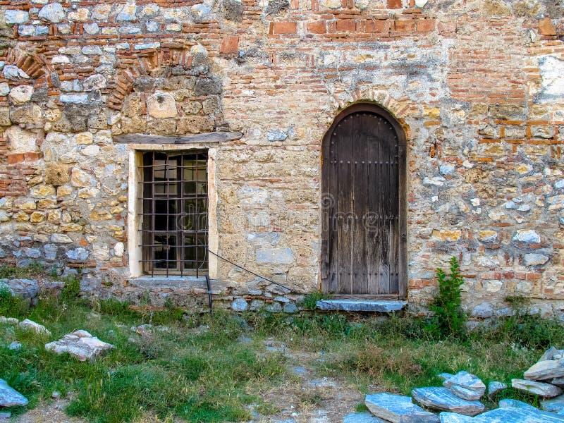 Porta e janela de madeira r?sticas velhas imagem de stock royalty free