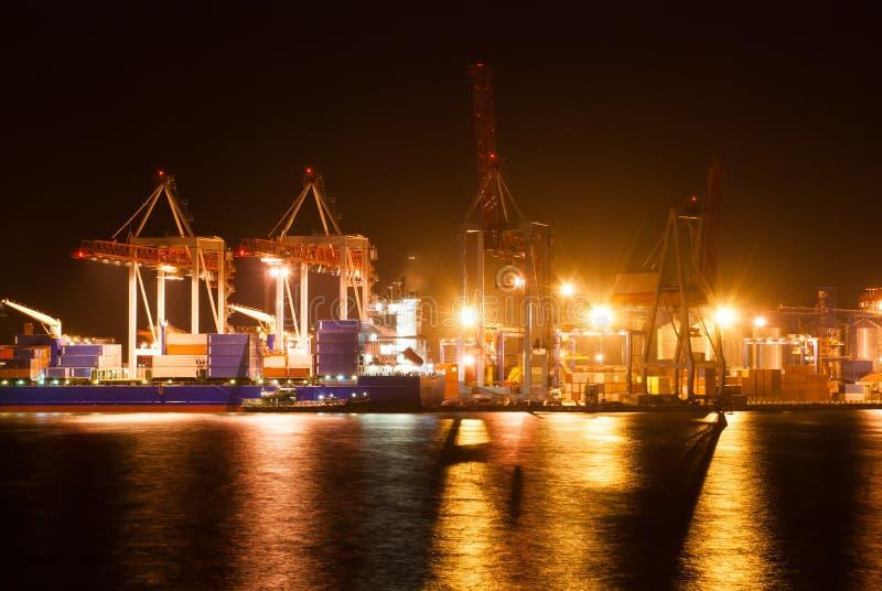 Porta e navio da noite fotografia de stock royalty free