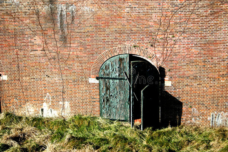 Porta e parede resistidas fotos de stock royalty free