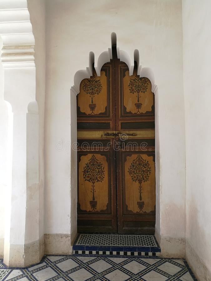 Porta em Bahia Palace, C4marraquexe imagem de stock