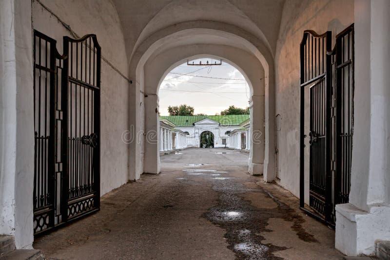 A porta está aberta Rússia Kostroma fotos de stock royalty free