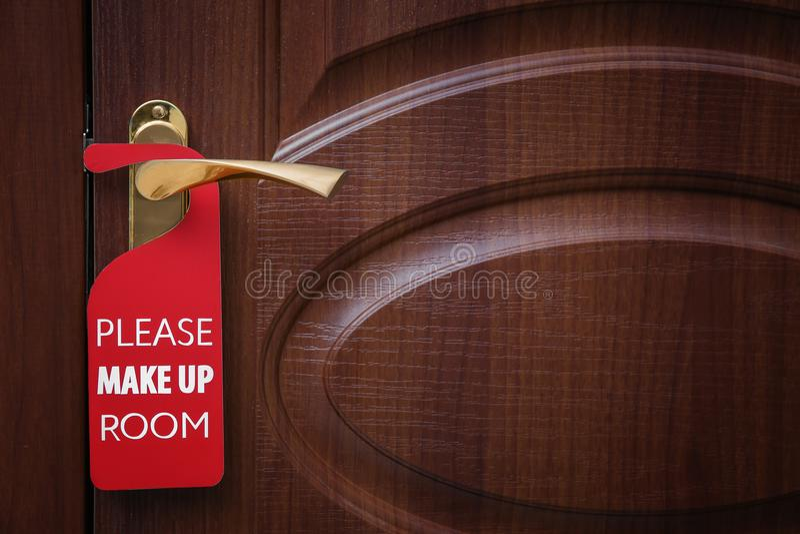 A porta fechado com sinal COMPÕE POR FAVOR A SALA imagens de stock royalty free