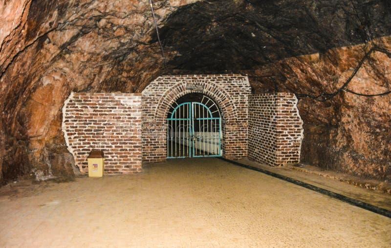 Porta fechado dentro da mina de Khewra fotos de stock royalty free