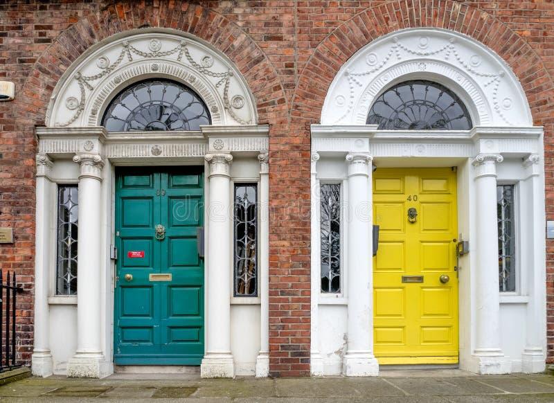 Porta georgiana Colourful nella città di Dublino, quadrato di Merrion, Irlanda fotografie stock libere da diritti