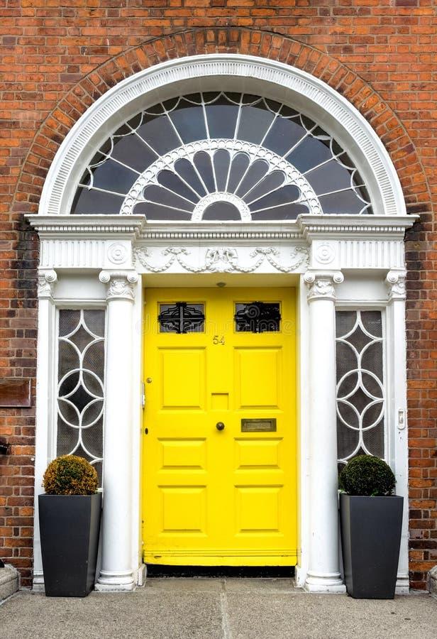Porta georgiana Colourful nella città di Dublino, quadrato di Merrion, Irlanda immagine stock libera da diritti
