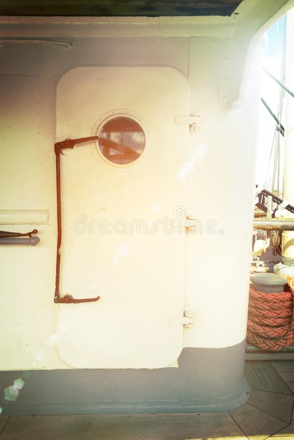 Porta grande do metal do veleiro foto de stock royalty free
